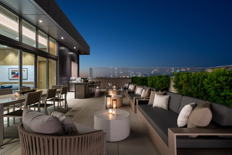 Real Estate Photography - 1140 N Wells, PH, Chicago, IL, 60610 - Private Roof Top Dining & Lounge Area