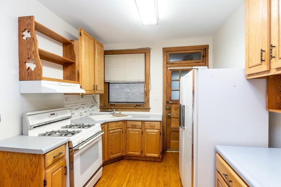 Real Estate Photography - 5449 S East View Park, Unit 1, Chicago, IL, 60615 - Kitchen