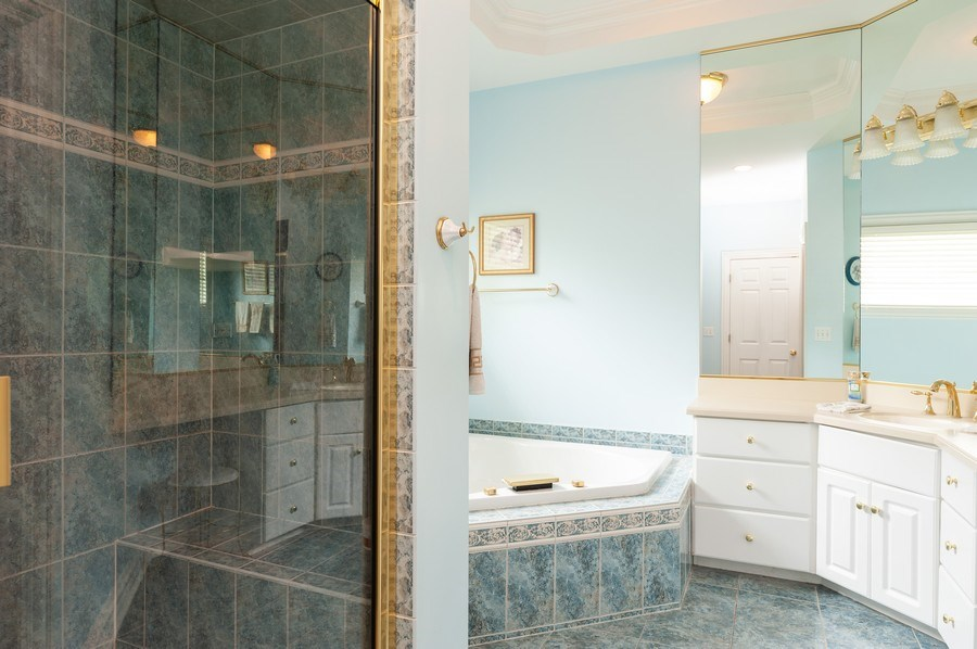 Real Estate Photography - 2520 Emerald Ln, Lindenhurst, IL, 60046 - Master Bathroom