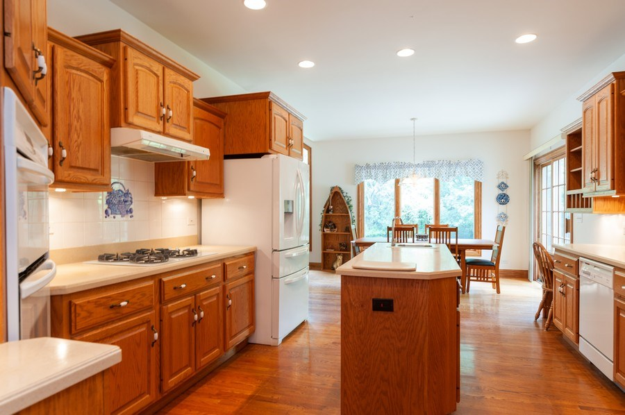 Real Estate Photography - 2520 Emerald Ln, Lindenhurst, IL, 60046 - Kitchen / Breakfast Room