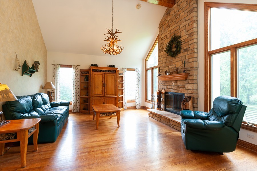 Real Estate Photography - 2520 Emerald Ln, Lindenhurst, IL, 60046 - Family Room
