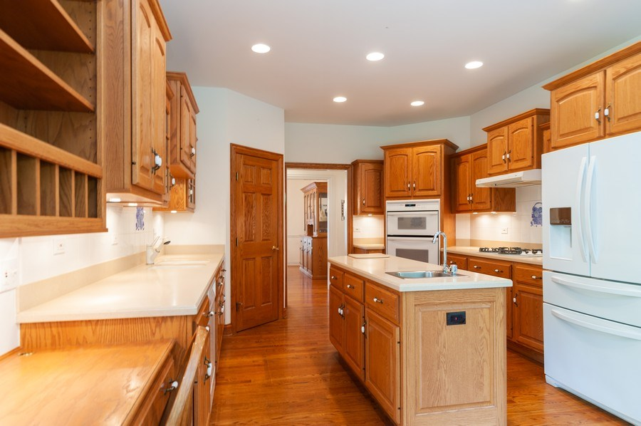 Real Estate Photography - 2520 Emerald Ln, Lindenhurst, IL, 60046 - Kitchen
