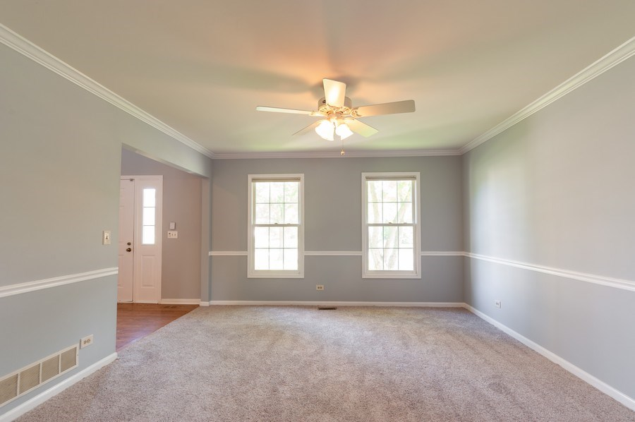 Real Estate Photography - 711 Wood Creek Court, Island Lake, IL, 60042 - Dining Room