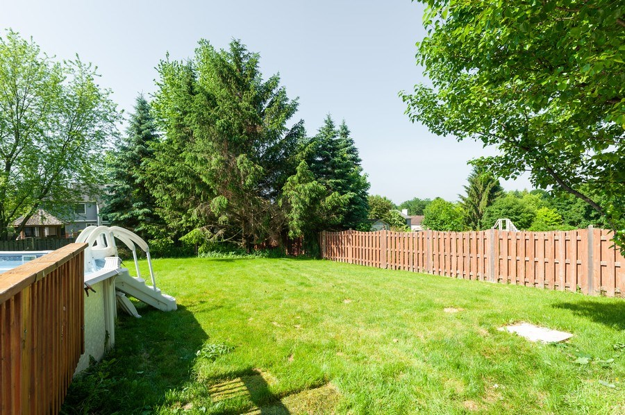 Real Estate Photography - 711 Wood Creek Court, Island Lake, IL, 60042 - Back Yard