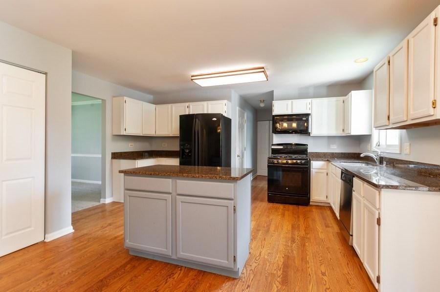Real Estate Photography - 711 Wood Creek Court, Island Lake, IL, 60042 - Kitchen