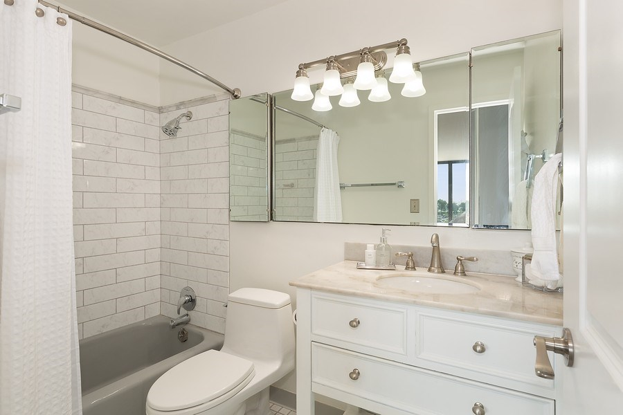 Real Estate Photography - 3440 N. Lake Shore Dr., 4A, Chicago, IL, 60657 - Master Bathroom