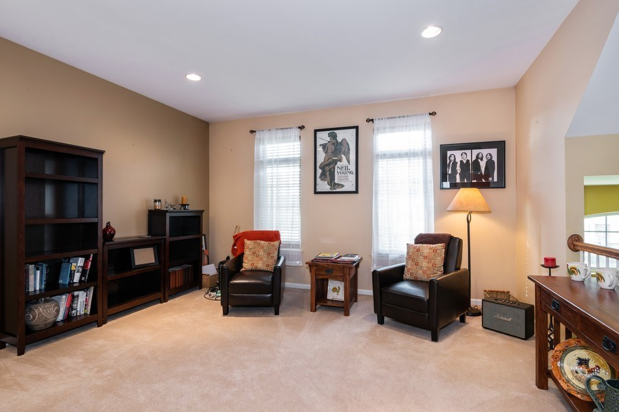 Real Estate Photography - 192 Sype Dr #192, Carol Stream, IL, 60188 - Living Room
