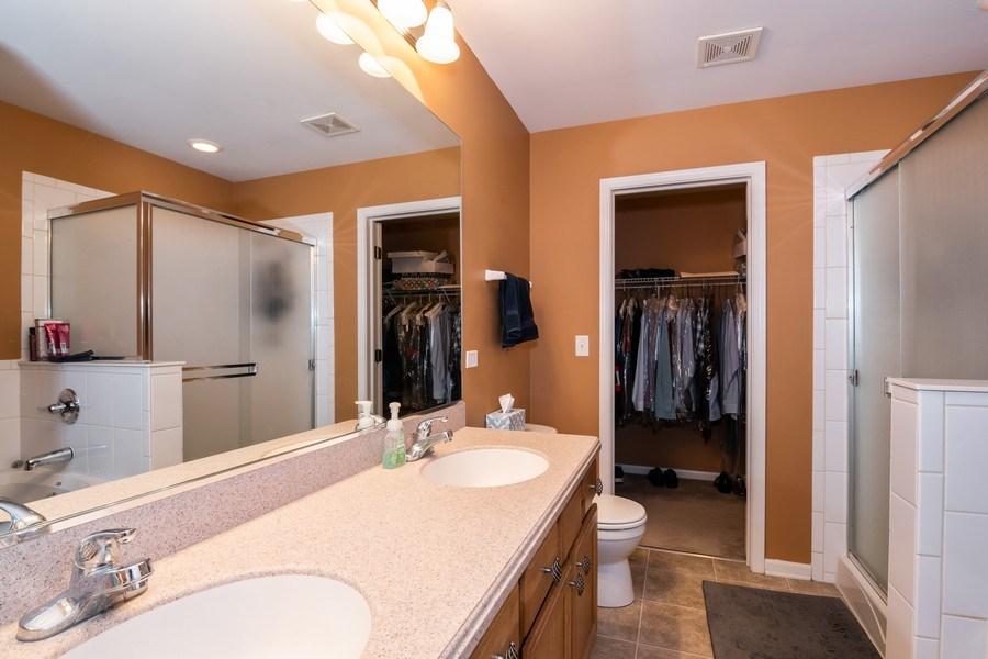 Real Estate Photography - 192 Sype Dr #192, Carol Stream, IL, 60188 - Master Bathroom