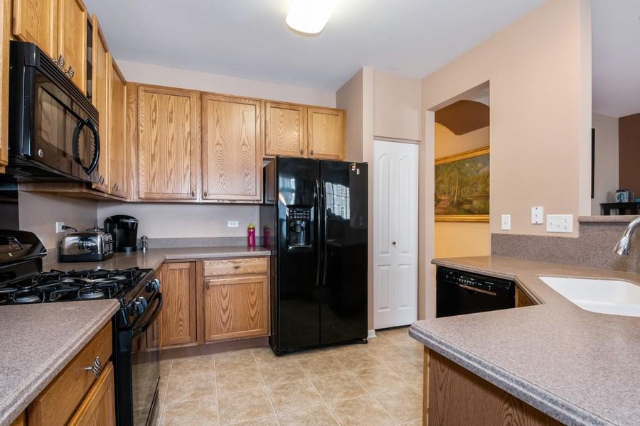 Real Estate Photography - 192 Sype Dr #192, Carol Stream, IL, 60188 - Kitchen