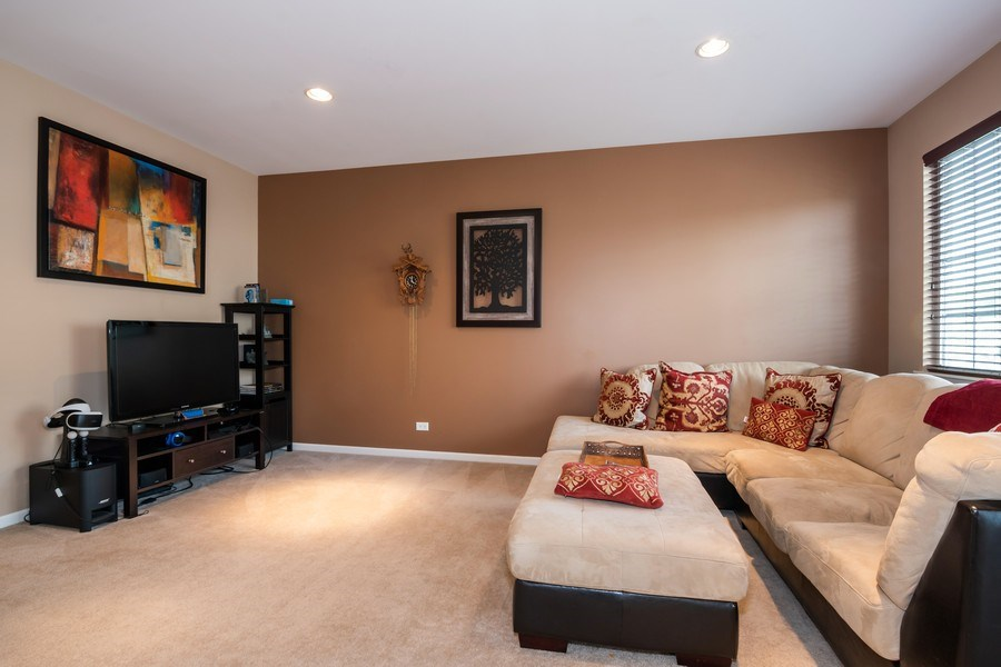 Real Estate Photography - 192 Sype Dr #192, Carol Stream, IL, 60188 - Family Room