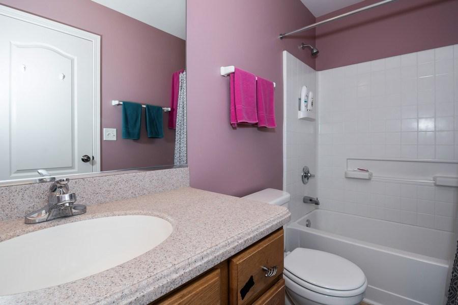 Real Estate Photography - 192 Sype Dr #192, Carol Stream, IL, 60188 - Bathroom