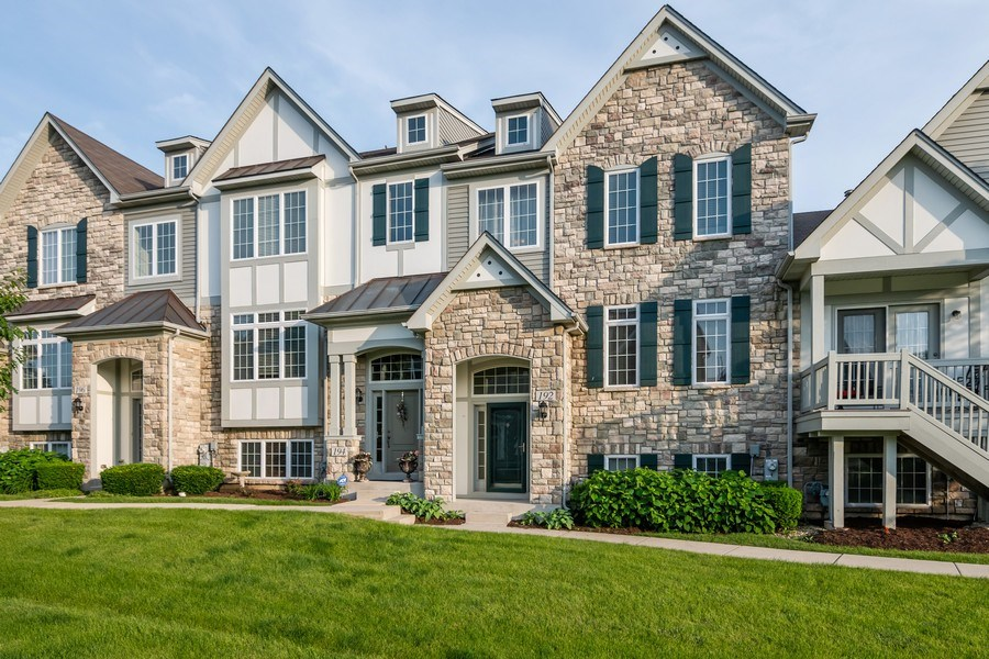 Real Estate Photography - 192 Sype Dr #192, Carol Stream, IL, 60188 - Front View