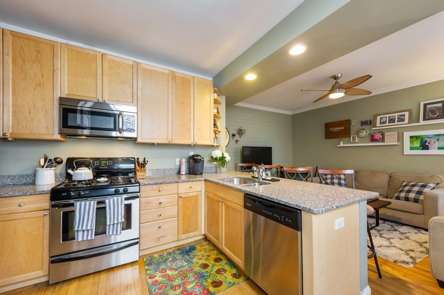 Real Estate Photography - 2238 W Roscoe Street, 2, Chicago, IL, 60618 - Kitchen