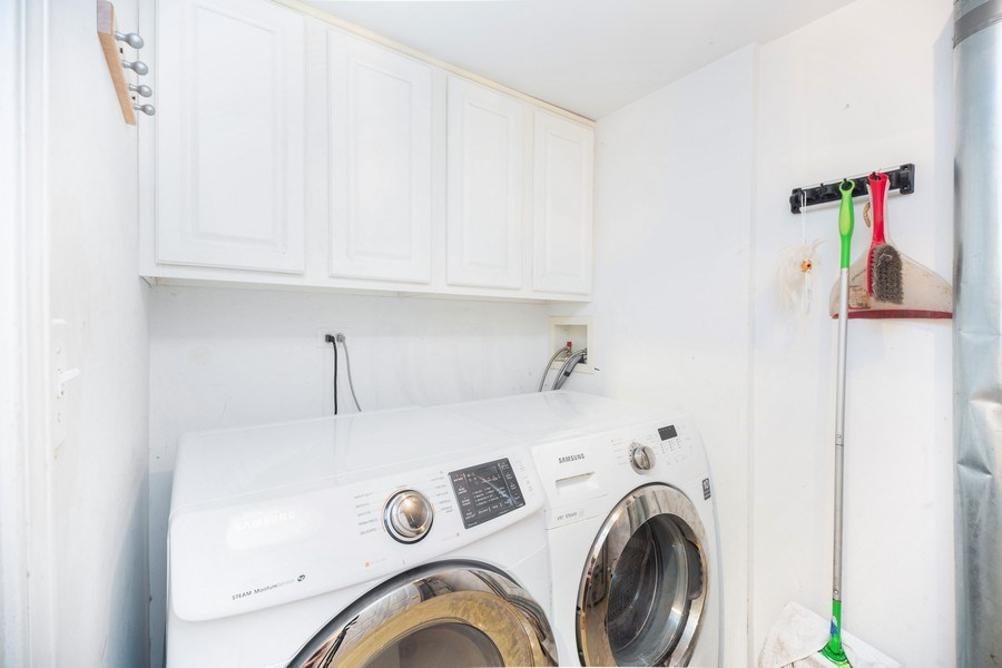 Real Estate Photography - 4555 Concord Ln, Northbrook, IL, 60062 - Laundry Room