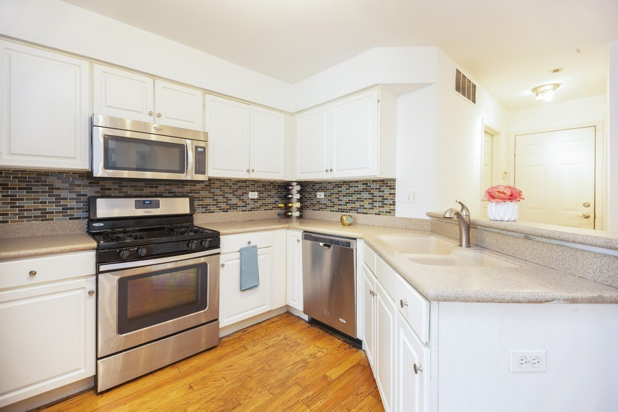 Real Estate Photography - 4555 Concord Ln, Northbrook, IL, 60062 - Kitchen