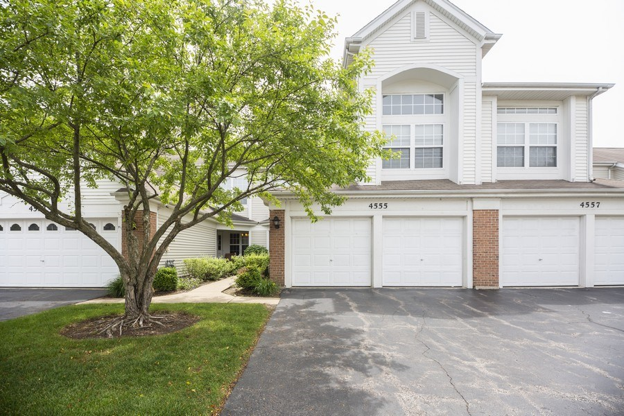 Real Estate Photography - 4555 Concord Ln, Northbrook, IL, 60062 - Front View