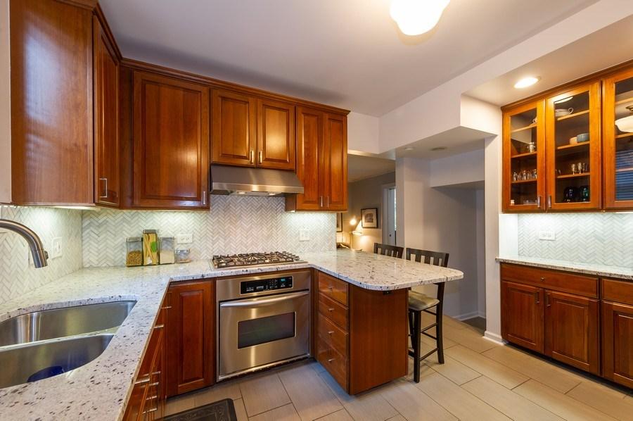 Real Estate Photography - 2341 Lincolnwood, Evanston, IL, 60201 - Kitchen