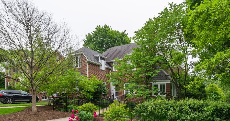 Real Estate Photography - 2341 Lincolnwood, Evanston, IL, 60201 - Front View