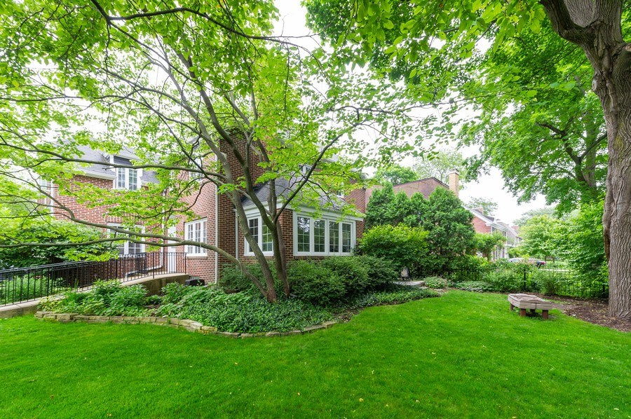 Real Estate Photography - 2341 Lincolnwood, Evanston, IL, 60201 - Side View