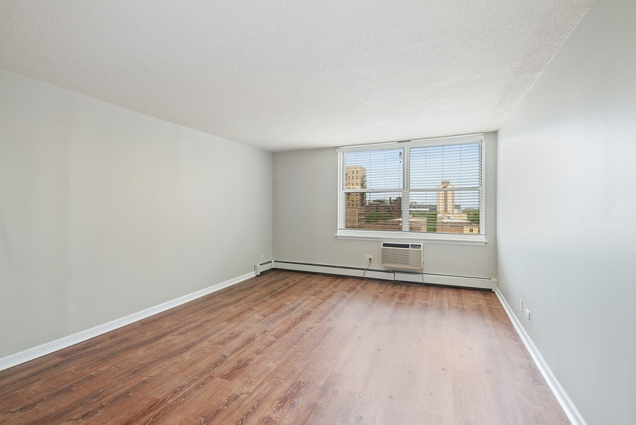 Real Estate Photography - 3033 N Sheridan Rd, Unit 810, Chicago, IL, 60657 - Living Room