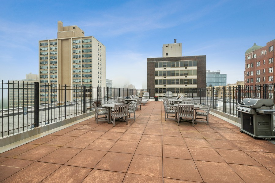 Real Estate Photography - 3033 N Sheridan Rd, Unit 810, Chicago, IL, 60657 - Roof Deck
