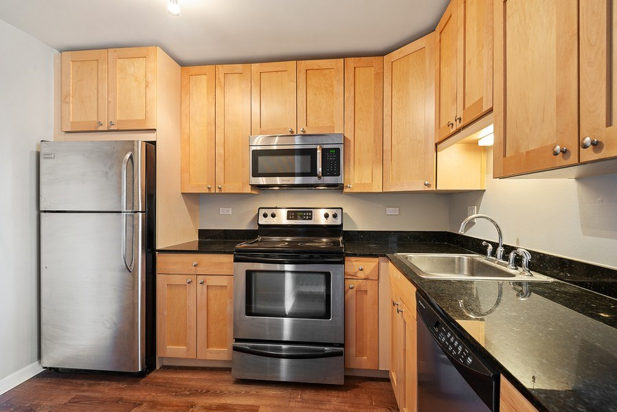 Real Estate Photography - 3033 N Sheridan Rd, Unit 810, Chicago, IL, 60657 - Kitchen