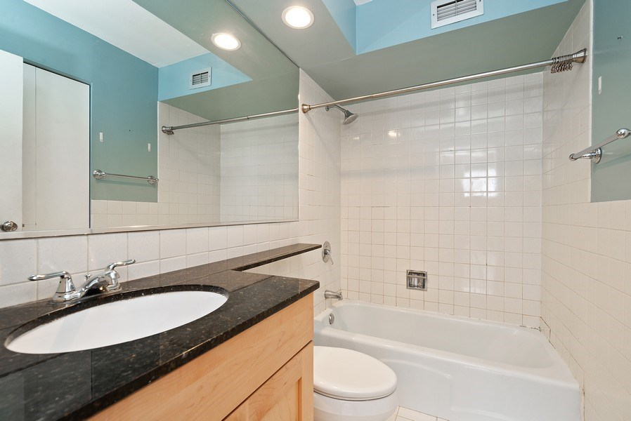 Real Estate Photography - 3033 N Sheridan Rd, Unit 810, Chicago, IL, 60657 - Bathroom