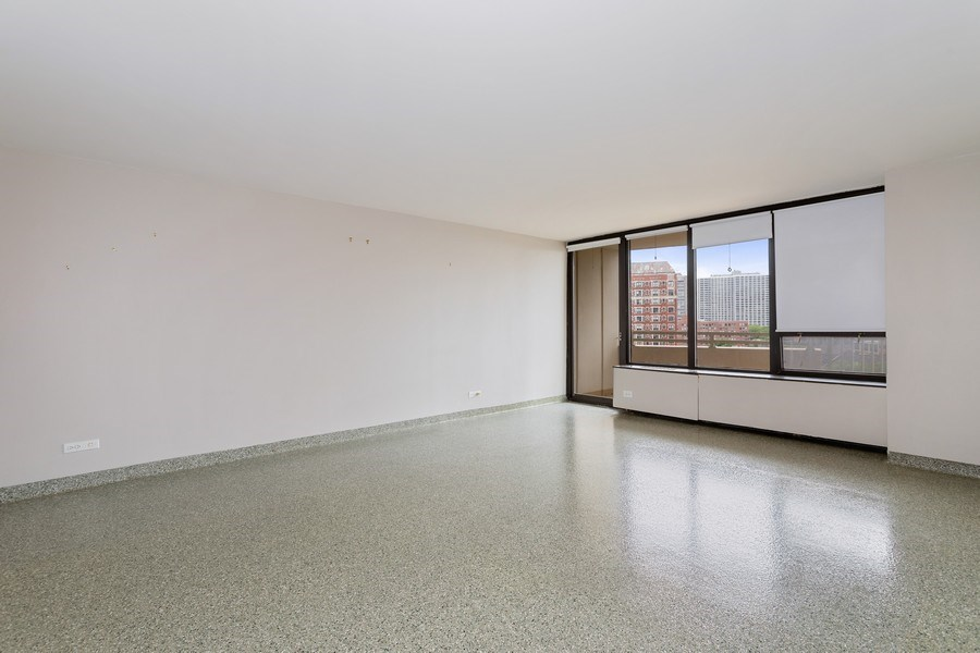 Real Estate Photography - 3930 Pine Grove, #907, Chicago, IL, 60613 - Living Room