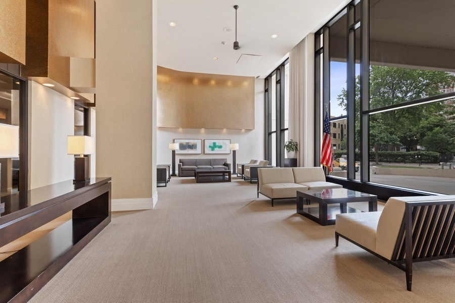 Real Estate Photography - 3930 Pine Grove, #907, Chicago, IL, 60613 - Lobby