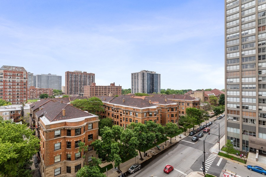 Real Estate Photography - 3930 Pine Grove, #907, Chicago, IL, 60613 - View