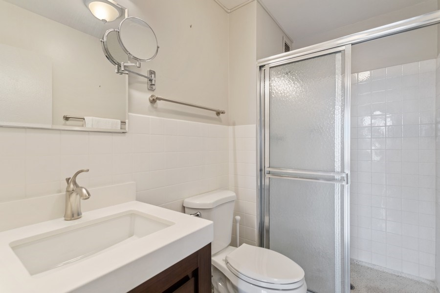 Real Estate Photography - 3930 Pine Grove, #907, Chicago, IL, 60613 - Bathroom