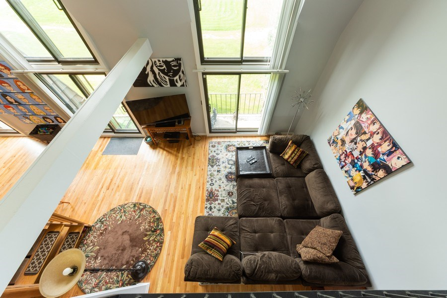 Real Estate Photography - 600 W Russell, Barrington, IL, 60010 - Loft