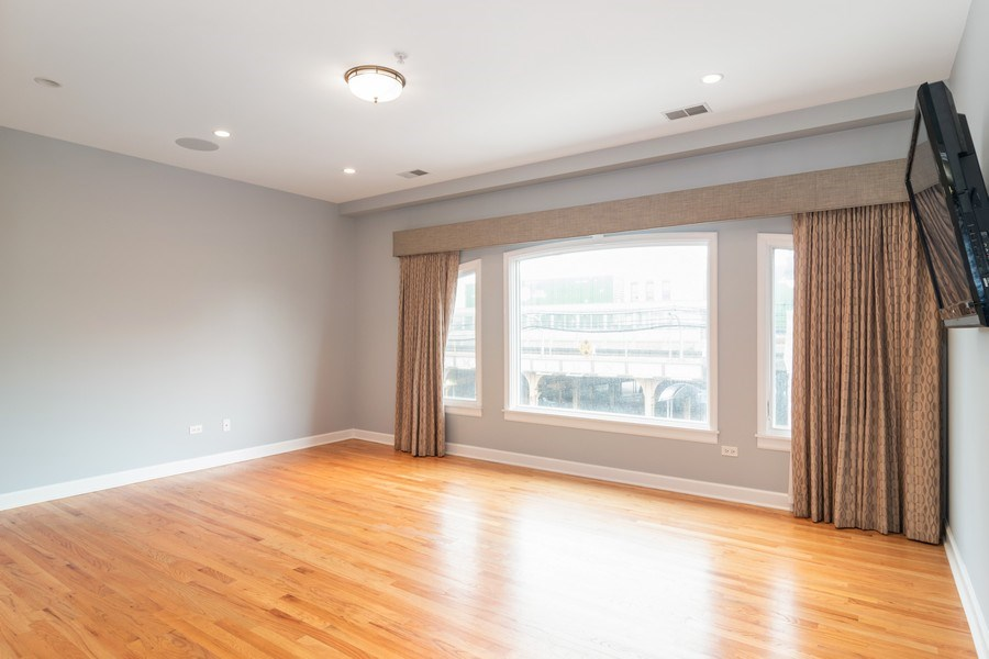 Real Estate Photography - 110 S Marion Ave, Unit 208, Oak Park, IL, 60302 - Master Bedroom