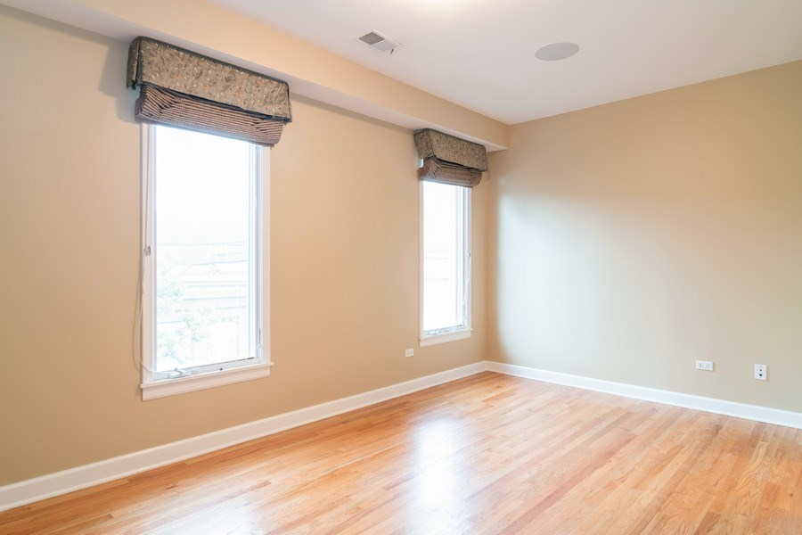 Real Estate Photography - 110 S Marion Ave, Unit 208, Oak Park, IL, 60302 - 2nd Bedroom