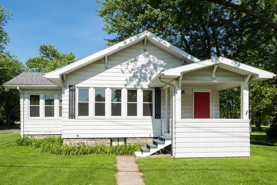 Real Estate Photography - 907 N Main Street, Watervliet, MI, 49098 - Front View