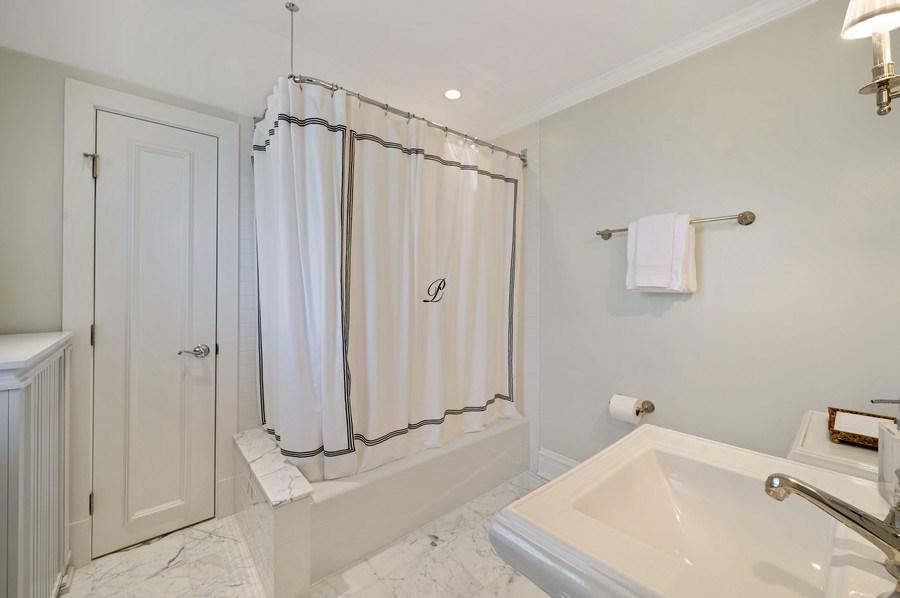 Real Estate Photography - 690 Elder, Winnetka, IL, 60091 - 3rd Bathroom