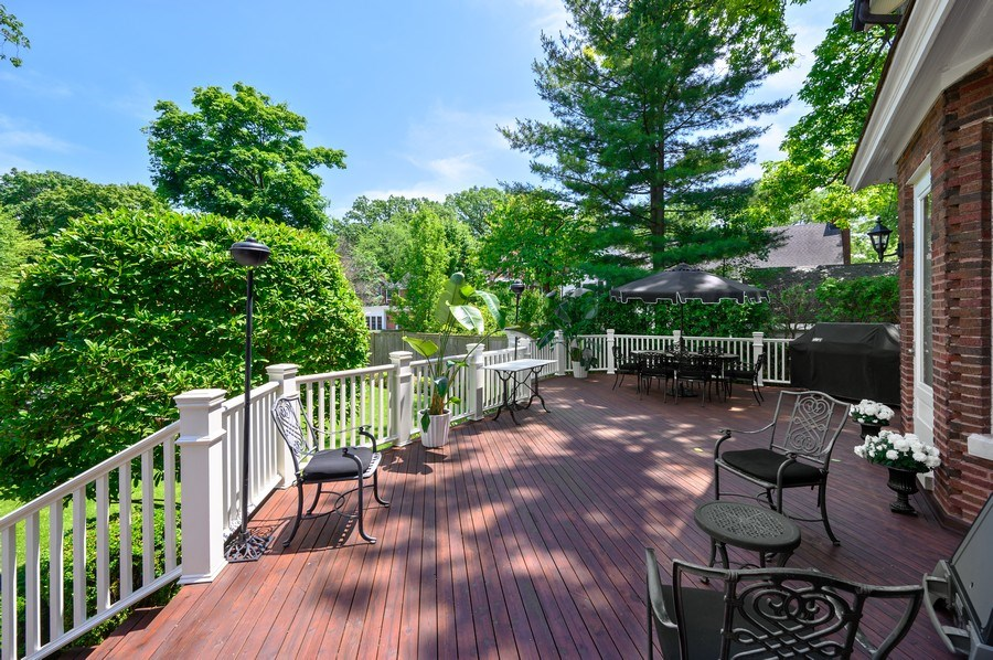 Real Estate Photography - 690 Elder, Winnetka, IL, 60091 - Deck