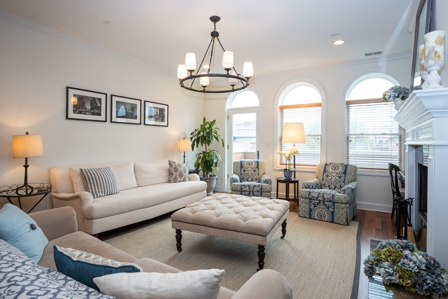 Real Estate Photography - 1025 W Monroe Street, #4E, Chicago, IL, 60607 - Living Room