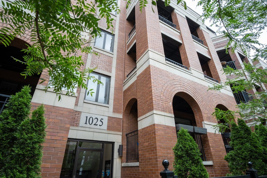 Real Estate Photography - 1025 W Monroe Street, #4E, Chicago, IL, 60607 - Front View