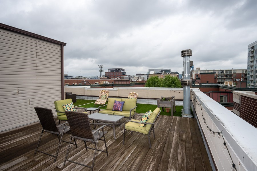 Real Estate Photography - 1025 W Monroe Street, #4E, Chicago, IL, 60607 - Deck