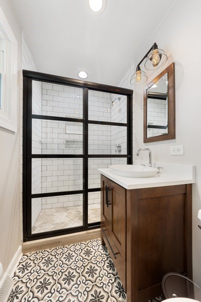 Real Estate Photography - 1423 N Chestnut Ave, Arlington Heights, IL, 60004 - Master Bathroom