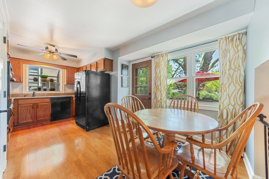 Real Estate Photography - 1423 N Chestnut Ave, Arlington Heights, IL, 60004 - Kitchen / Breakfast Room