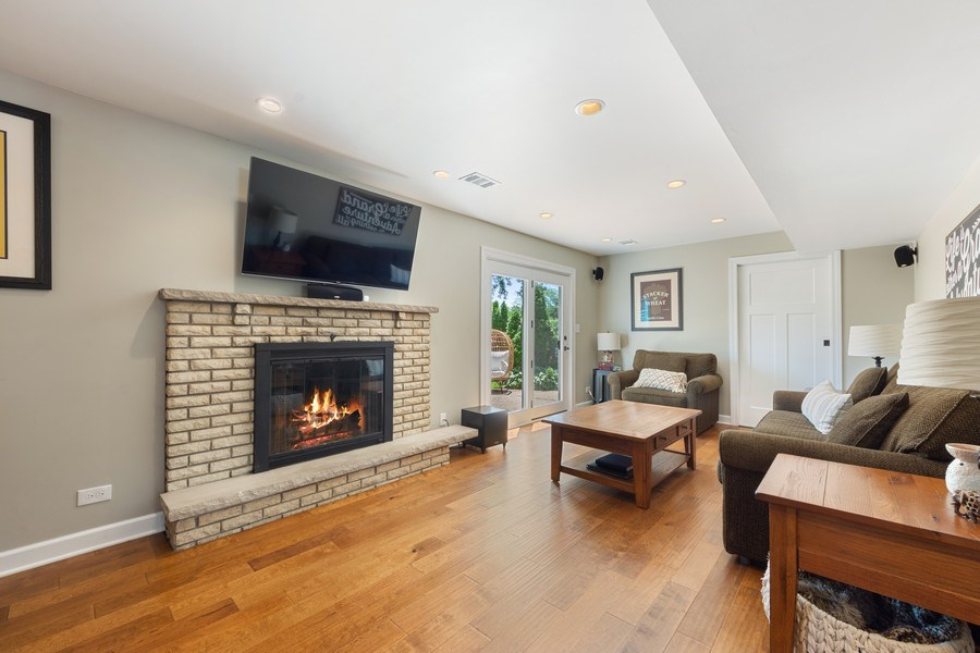 Real Estate Photography - 1423 N Chestnut Ave, Arlington Heights, IL, 60004 - Family Room