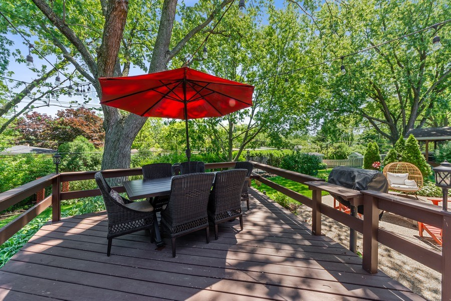Real Estate Photography - 1423 N Chestnut Ave, Arlington Heights, IL, 60004 - Deck
