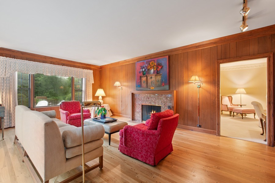 Real Estate Photography - 417 Pebblebrook Rd, Northbrook, IL, 60062 - Family Room