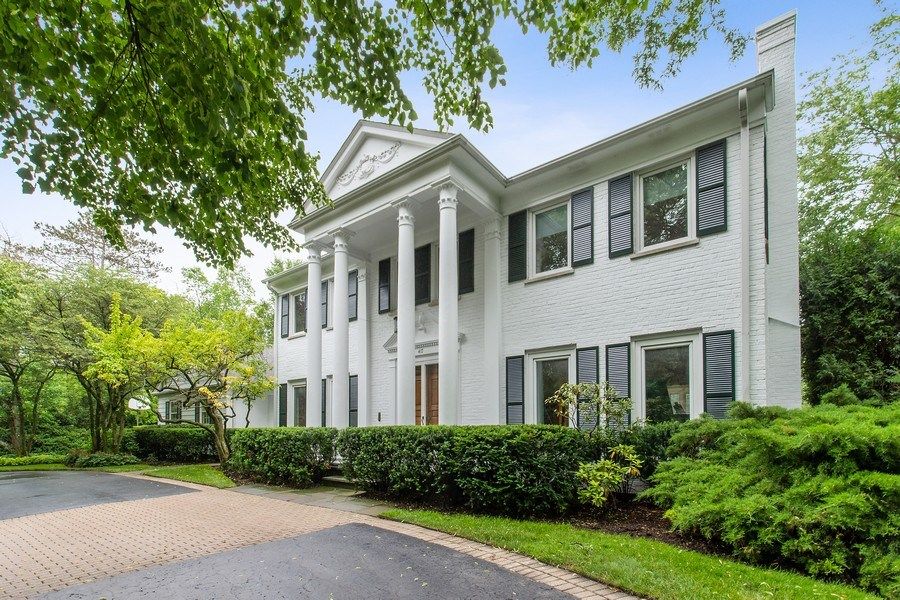 Real Estate Photography - 417 Pebblebrook Rd, Northbrook, IL, 60062 - Front View