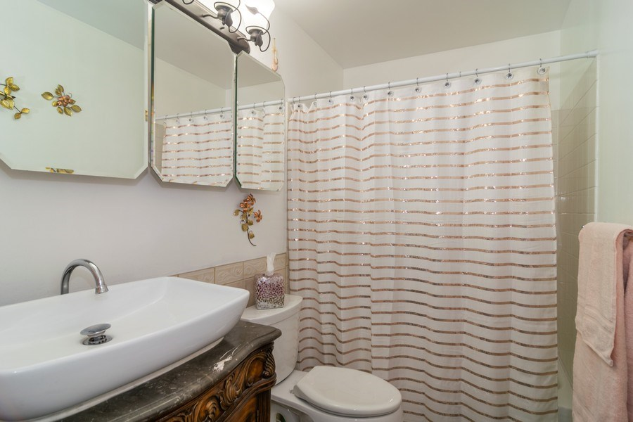 Real Estate Photography - 276 Hill Ave, Bartlett, IL, 60103 - Bathroom