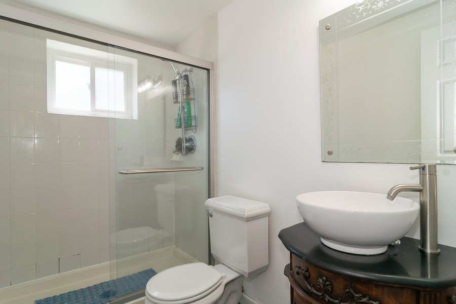 Real Estate Photography - 276 Hill Ave, Bartlett, IL, 60103 - 2nd Bathroom