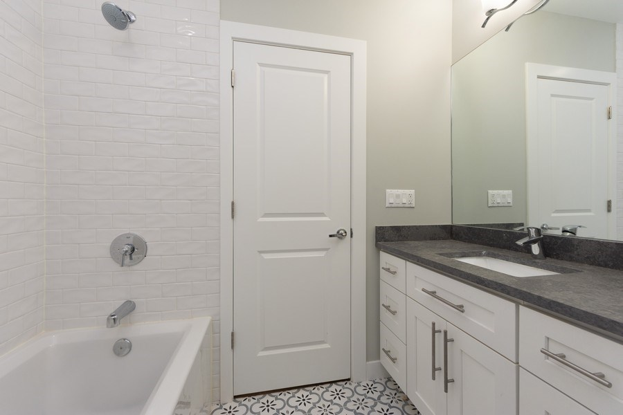 Real Estate Photography - 841, Maple, Palatine, IL, 60067 - 2nd Bathroom