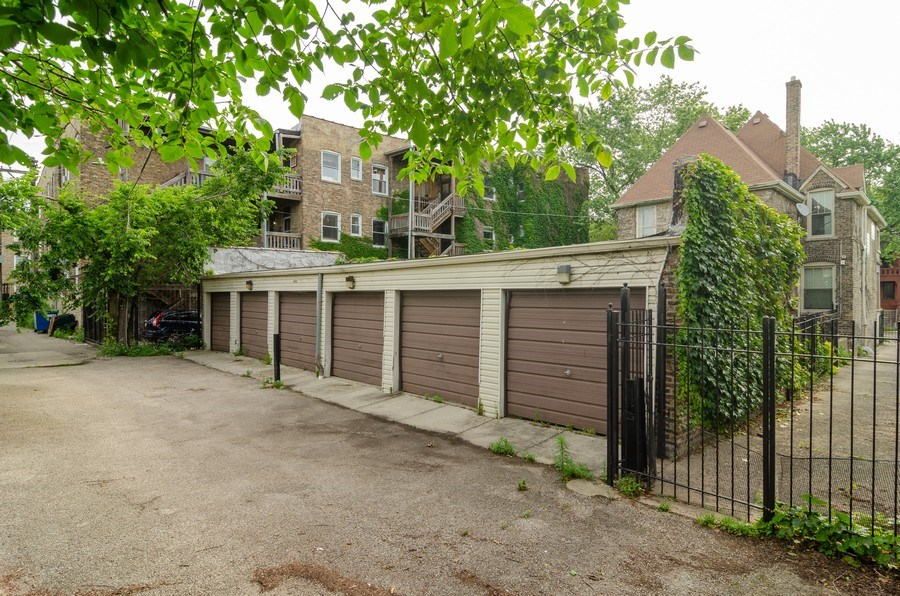 Real Estate Photography - 4900 N Glenwood Ave, Chicago, IL, 60640 -